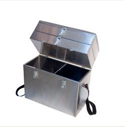 Ящик рыболова сталь 300х190х430 трехъярусный, Ящики рыболова<br>материал: окрашенная сталь 0.5 мм, габаритные <br>размеры 300 х 190 х 430, четыре замка, плечевой <br>ремень. Представляем вам трехъярусный ящик <br>для рыбалки. Это один из самых необходимых <br>элементов экипировки рыболова. В первую <br>очередь представленный ящик для рыбалки <br>отлично подойдет для зимней ловли рыбы. <br>Ящик для зимней рыбалки отличается легкостью <br>и одновременно прочностью. Его легко можно <br>использовать при ловле рыбы со льда. Более <br>того, продукт отличается довольно большой <br>вместительностью. Сюда с легкостью умещается <br>«походный» набор рыбака: снасти, наживки, <br>различные продукты питания. Под сортировку <br>подобных предметов, как можно увидеть на <br>иллюстрации слева, подготовлено 3 яруса. <br>Это основной отсек и два дополнительных <br>сверху. Вес 3,5кг<br>