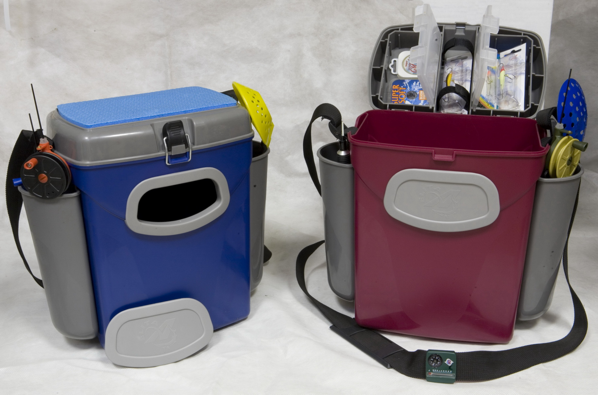 Ящик рыболова A-elita МАЛЫЙ (пластик,органайзер,отдел. Ящики рыболова<br>Рыболовный зимний ящик A-elita Sport. Морозо <br>и ударостойкий ящик из прочного полиэтилена, <br>не впитывающего и не пропускающего воду. <br>Ящик легко отмывается и не удерживает неприятные <br>запахи. Пенополиуретановая пластина на <br>крышке ящика обеспечивает комфортное сидение. <br>Ремень для переноски легко регулируется <br>по длине и не сползает с плеча. Два съемных <br>боковых кармана для удочек, центральное <br>отверстие для хранения рыбы. Размер: длина <br>250 мм; ширина 170 мм; высота 350 мм Вес: 1,6кг<br>