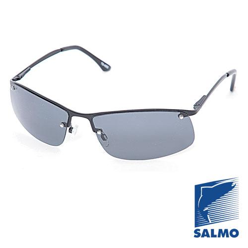 Очки Поляризационные Salmo 16Очки для активного отдыха<br>Очки поляризационные Salmo 16 толщ.линз.1,0мм/мат.метал <br>Поляризационные очки предохраняют глаза <br>рыболова от инфракрасного излучения солнца. <br>Они снижают солнечные блики от воды, во <br>время рыбалки. Эти очки позволяют рыболову <br>смотреть «сквозь воду» и ловить рыбу целый <br>день против солнца. • Ярлык-тестер, для <br>проверки качества поляризации. • цвет стекол: <br>серые. упаковка: чехол из ткани.<br><br>Пол: унисекс<br>Сезон: лето