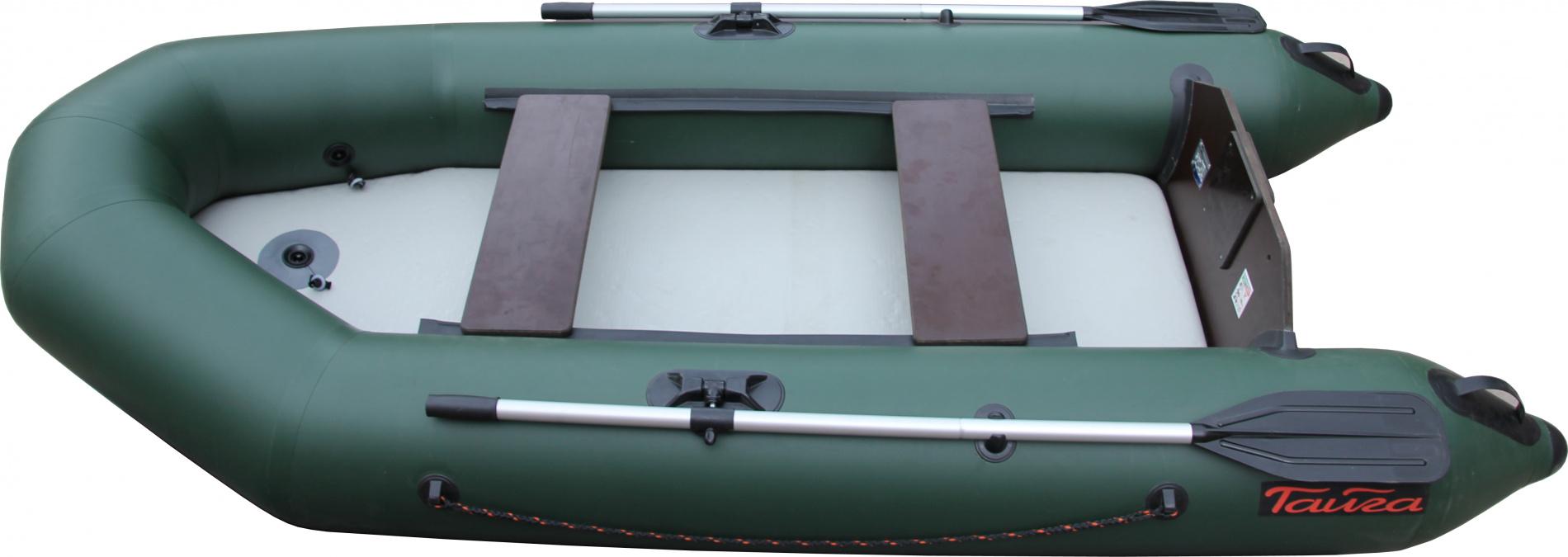 Лодка ПВХ Тайга-320 НД Airdeck (С-Пб)Моторные или под мотор<br>Лодка ТАЙГА-320 Airdeck – надувная моторная <br>лодка, совмещающая в себе возможности гребных <br>и моторных. У такой лодки имеется жестко <br>вклеенный (стационарный) транец из морской <br>фанеры, толщиной 18 мм.. Лодка легко выходит <br>в глиссирующее положение с моторами мощности <br>8-10 л.с Отличительная особенность – сплошной <br>надувной пол высокого давления (Airdeck). Дно <br>выполнено из ламинированного текстиля <br>с использованием армировки из нитей. Благодаря <br>такой конструкции надувная лодка становится <br>легче (примерно на 7 кг), а значит, её легче <br>транспортировать, что является несомненным <br>плюсом. Быстрая и простая сборка, и разборка <br>лодок , надувное дно можно извлечь из лодки <br>в любой момент. Надувное дно лодки универсально, <br>его можно использовать как ложе в палатке, <br>или в качестве надувного матраса для купания. <br>А в том случае, если один из баллонов начал <br>пропускать воздух, airdeck оставит дно ровным. <br>Конструкция дна получается довольно жёсткой <br>и прочной, что позволяет без опасений встать <br>на дно лодки. Специальная помпа с двумя <br>камерами входит в комплект. Для накачки <br>баллона лодки - давление 0,2 атм, для накачки <br>надувного дна высокого давления (Airdeck) - <br>давление 0,8 атм. - Лодка «ТАЙГА» состоит <br>из одного замкнутого баллона, разделенного <br>перегородками на 3 отсека, что позволит <br>лодке остаться на плаву даже при случайном <br>проколе баллона. - Корпус лодки «ТАЙГА» <br>изготавливается из 5-ти слойной ткани ПВХ <br>корейского производства MIRASOL, являющейся <br>одной из лучших на рынке. Используется ткань <br>плотностью 750 г/м.кв. Реальный срок службы <br>лодки из ПВХ составляет больше 15 лет. Лодки <br>из ПВХ не требуют специальной обработки <br>после использования и на период хранения. <br>- швы лодки соединены современным методом <br>«горячей сварки». Ткань соединяется встык, <br>с проклейкой с двух сторон лента