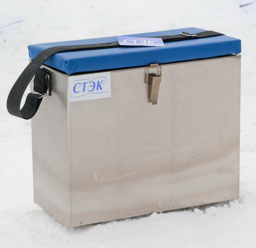 Ящик алюминиевый (23 л) (Стэк)Ящики рыболова<br>Ящик алюминиевый Предназначен для хранения <br>рыболовных снастей. Изготовлен из алюминиевого <br>листа толщиной 0,1 мм. Вес: 1,6 кг. Габариты: <br>33х39х18 см. Объем: 0,02 м3.<br>