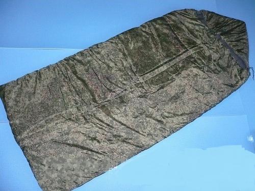 """Мешок спальный Каскад-2XL камоСпальники<br>Классический спальный мешок типа Одеяло <br>с капюшоном. Двухязычковая молния позволяет <br>полностью раскрыть мешок. Рекомендован <br>для использования в летнее и межсезонное <br>время года. Ширина/высота: 74/205 см. Ткань <br>верха/подклада: таффета/бязь. Утеплитель: <br>синтетический Bio-tex. Высококачественный <br>утеплитель bio-tex из полого сильно извитого <br>силиконизированного волокна, 100% полиэстр. <br>Спиральная форма волокна и силикон позволяет <br>сохранять свою форму и легко восстанавливать <br>ее после сжатия и стирки. Уникальная Спальники <br>""""URSUS"""" несомненно различаются по своим <br>конструктивным и тепловым характеристикам, <br>но их основные пользователи, это люди предпочитающие <br>активный отдых на природе, охоту и рыбалку, <br>любительские походы летом и в период межсезонья <br>на равнинных местностях и среднегорье. <br>Спальники «URSUS» для данных условий представляют <br>собой прекрасное соотношение по критерию <br>""""цена/качество"""". Для профессиональных <br>экстремальных, высокогорных или зимних <br>походов спальники """"URSUS"""" ограниченно годны<br><br>Сезон: все сезоны"""