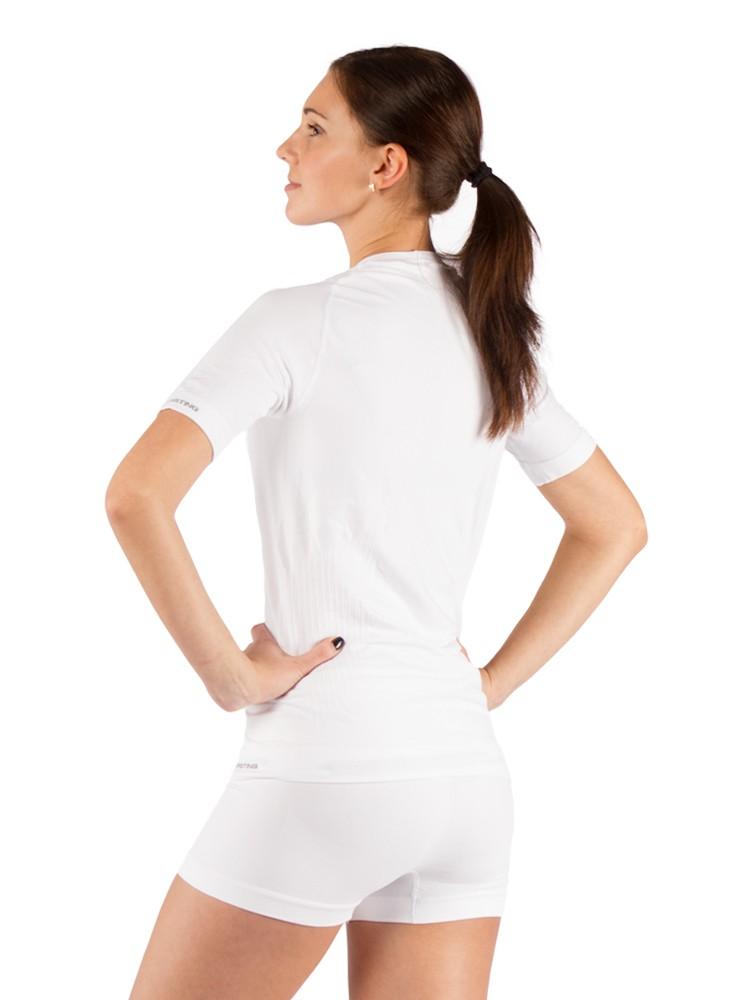 Футболка женская Lasting Alba, белаяФуфайка<br>Описание женской футболки Lasting Alba: Женская <br>футболка из шерсти Merino wool 160g Light - тонкий <br>однослойный материал, который обеспечивает <br>быстрое испарение пота и идеальную сухость <br>Вашей кожи во время занятий спортом или <br>другой подвижной деятельности. Рекомендовано <br>для использования как летом в качестве <br>единственного слоя одежды, так и в переходной <br>период – как нижние белье. Особенности: <br>- женское термобелье - тонкий плоский шов <br>- быстро сохнет - циркуляция воздуха и влагоотвод <br>- бесшовная вязка - вязкая сетка для улучшения <br>вентиляции - рукав реглан Применение: трекинг, <br>спорт на открытом воздухе, повседневное <br>использование Материалы: Seamless 180 g - 97% силтекс, <br>3% эластан (Lycra) Таблица размеров женского <br>термобелья Lasting Размер M L XL XXL Рост 158 - 162 <br>162 - 166 166 - 170 171 - 175 Обхват груди 84-90 90-96 96-100 <br>100-104 Обхват талии 72-76 76-80 80-84 84-88 Обхват бедер <br>90-94 94-100 100-104 104-109 Длина штанины 105 107 109 111<br>