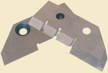 Ножи для ледобура ЛР-150 (2шт.)Ледобуры ручные<br>Ножи имеют уникальную конструкцию – две <br>ступеньки с прорезями и выверенные углы <br>режущих плоскостей обеспечивают легкий <br>скол льда и его выведение из зоны резания. <br>Благодаря этому, по скорости бурения ледобур <br>с диаметром бурения 150 мм может легко соперничать <br>с ледобурами диаметром 130 мм, лишь немного <br>превосходя их по прилагаемым усилиям. Ножи <br>изготовлены из высокоуглеродной легированной <br>стали, имеют объемную закалку и высокую <br>твердость, что позволяет многократно перетачивать <br>ножи без ухудшения их первоначальных свойств.<br>