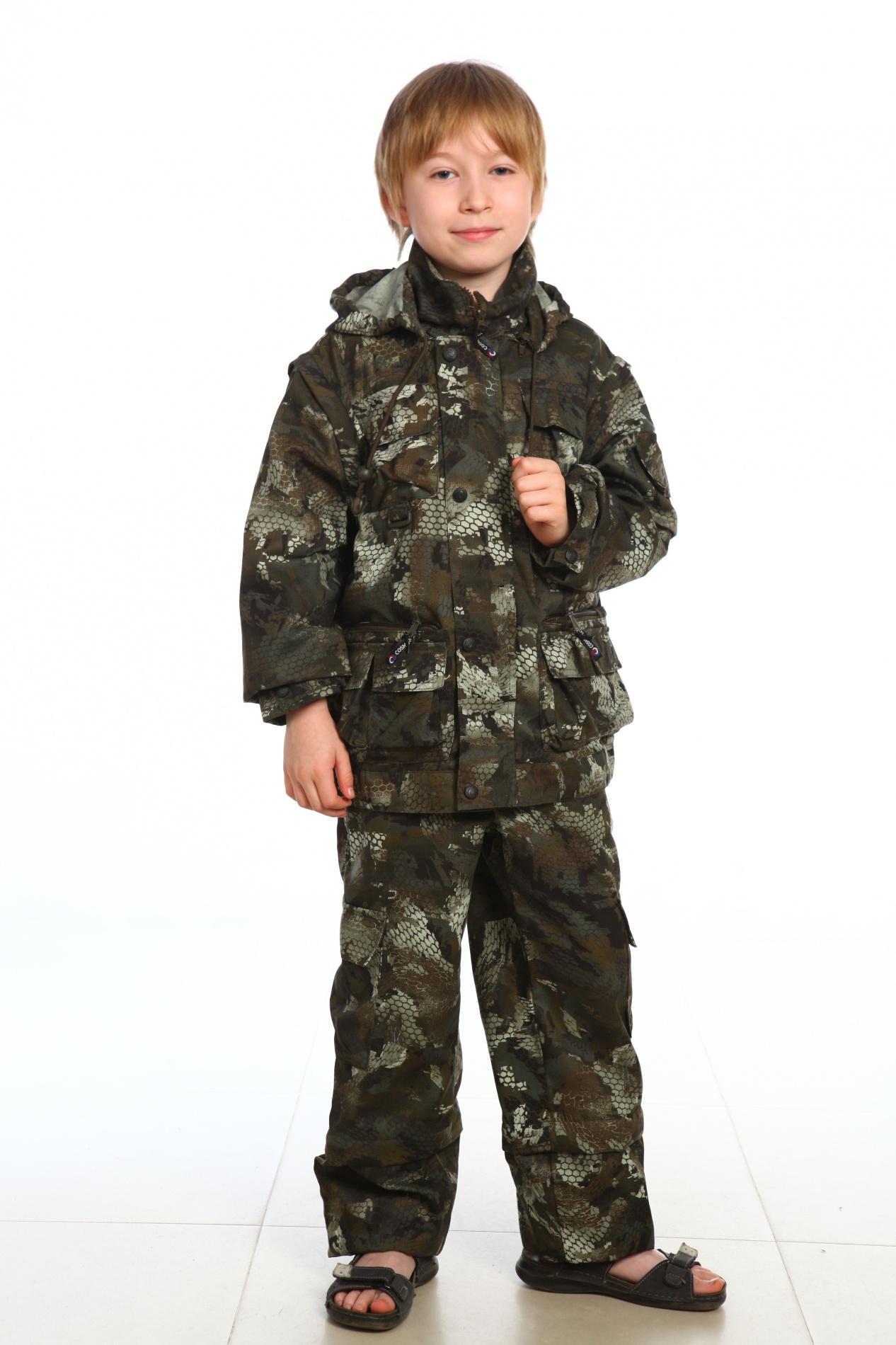 Костюм детский Трансформер (134)Костюмы неутепленные<br>Костюм летний без подкладки. Трансформер. <br>Куртка + брюки. Пристегивающийся на молнию <br>капюшон с регулировкой лицевой части резиновым <br>шнуром. Центральная застежка куртки на <br>молнию, закрытую ветрозащитной планкой <br>на кнопках. Рукава куртки пристегиваются <br>на молнию. Застежка брюк на молнию. На брюках <br>пристегивающиеся на молнию нижние части. <br>Низ брюк - с регулировкой по ширине резиновым <br>шнуром. Количество карманов - 17. Ткань - Твилл <br>Пич Состав - 65% х/б, 35% п/э Плотность - 210гр./кв.м.<br><br>Пол: мужской<br>Рост: 134<br>Сезон: лето