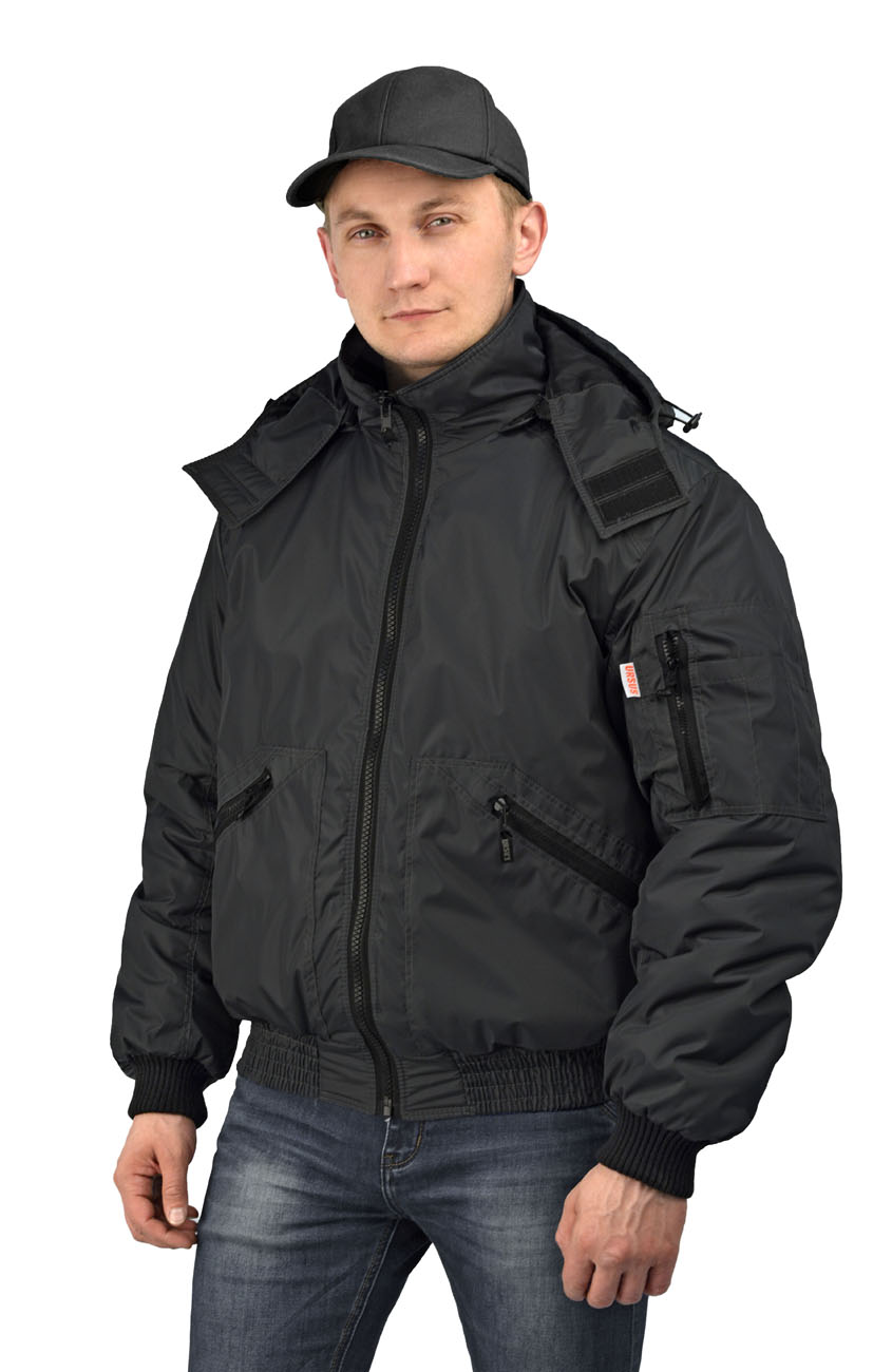 Куртка мужская Бомбер демисезонная тк.Джордан Куртки утепленные<br>Куртка, с отстёгивающимся капюшоном, укороченная, <br>с центральной застежкой на разъемную молнию, <br>на притачном трикотажном поясе, воротник <br>стойка, рукав втачной. На полочках расположены <br>нижние накладные карманы, застегивающиеся <br>на тесьму-молнию. Полочки и спинка с притачной <br>кокеткой. Рукава трехшовные, с притачной <br>трикотажной манжетой. На левом рукаве на <br>средней части расположен двойной накладной <br>карман, застегивающийся на тесьму-молнию. <br>Воротник - стойка. Нижний воротник из флиса <br>с обтачкой из основной ткани. Левая полочка <br>подкладки с накладным карманом, застегивающимся <br>на контактную ленту.<br><br>Пол: мужской<br>Размер: 60-62<br>Рост: 182-188<br>Сезон: демисезонный<br>Цвет: черный<br>Материал: 100% полиэстер