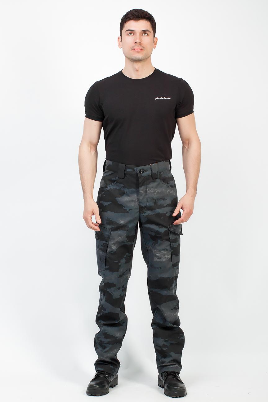 Брюки Беркут (Рип Стоп/Пятна серо-черные) Брюки неутепленные<br>Удобные универсальные брюки, разработанные <br>для повседневной носки и активного отдыха <br>в летний период. Не стесняющие движения, <br>изготовленные из качественного материала <br>Рип Стоп. ОСОБЕННОСТИ: 1) Брюки прямые; <br>2) Пояс со шлёвками для ношения ремня; 3) 4 <br>функциональных кармана; 4) Кокетка на задней <br>половинке; 5) Застёжка-гульфик на молнии <br>с пуговицей. <br><br>Пол: мужской<br>Размер: 48-50<br>Рост: 182-188<br>Сезон: лето<br>Цвет: серый