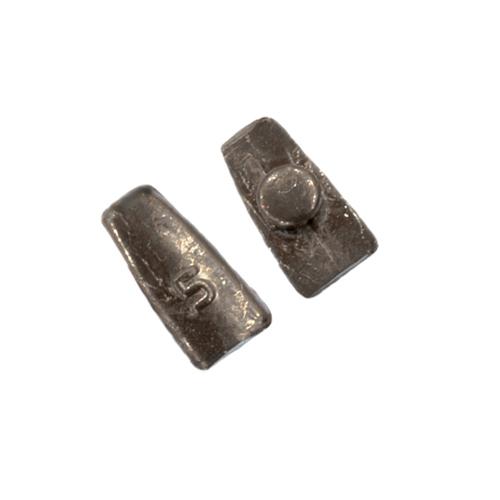 Груз Кормушки Chameleon Mini 05ГКормушки, груза, монтажи донные<br>Груз кормушки CHAMELEON mini 05г вес 5г/совместим <br>с любым корпусом кормушки «CHAMELEON mini» Груз <br>хамелеон-мини 5 гр. предназначен для ловли <br>пикерной снастью на малых дистанциях и <br>небольших глубинах без течения в безветренную <br>погоду. Кормушка с этим грузом падает в <br>воду практически бесшумно, не настораживая <br>рыбу на небольшой глубине. Подходит для <br>иловатых грунтов при ловле карася и другой <br>рыбы. Рекомендуется использовать с самой <br>мягкой вершинкой пикерного удилища.<br><br>Сезон: Летний